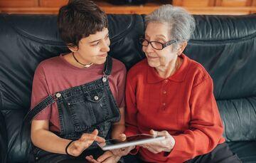 Tablet frustrated old people granddaughter